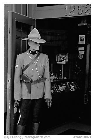Mannequin representing a Canadian police at the entrance of a store. Victoria, British Columbia, Canada (black and white)