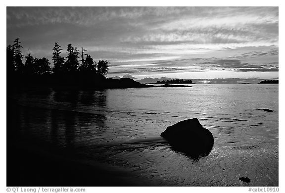 Rock and bay at sunset, Half-moon bay. Pacific Rim National Park