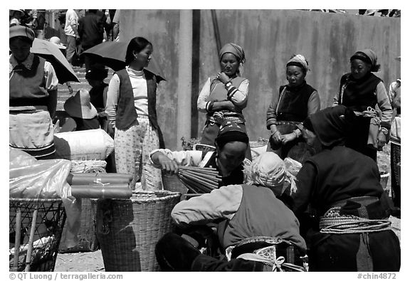 Women of the Bai tribe selling incense. Shaping, Yunnan, China (black and white)