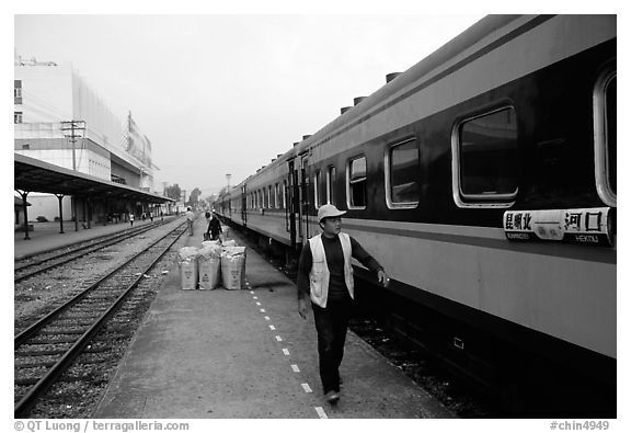 Heikou-Kunming train comming from the Vietnamese border.  (black and white)