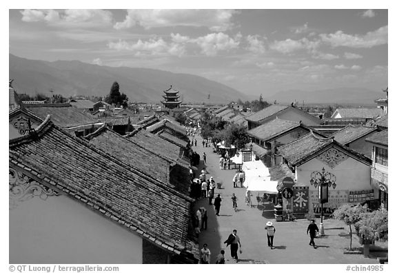 Fuxing Lu seen from the South Gate. Dali, Yunnan, China
