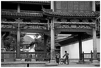 Children in an archway. Lijiang, Yunnan, China ( black and white)