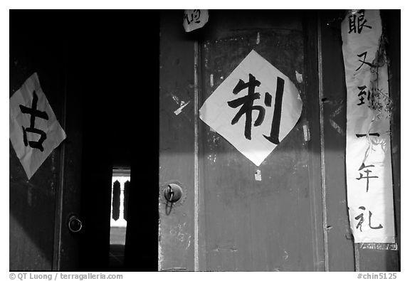 Doorway with Chinese script. Lijiang, Yunnan, China (black and white)