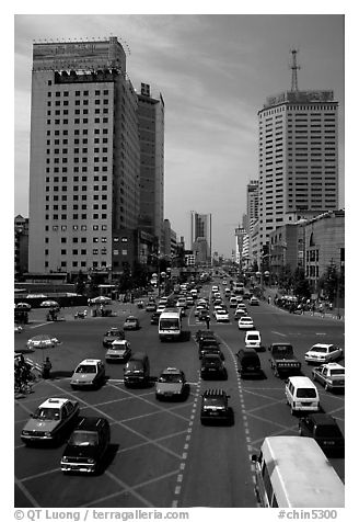 Car traffic on a major avenue. Chengdu, Sichuan, China (black and white)