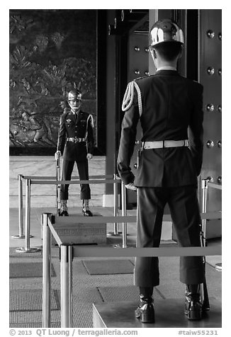 Honor Guards, Martyrs Shrine. Taipei, Taiwan (black and white)