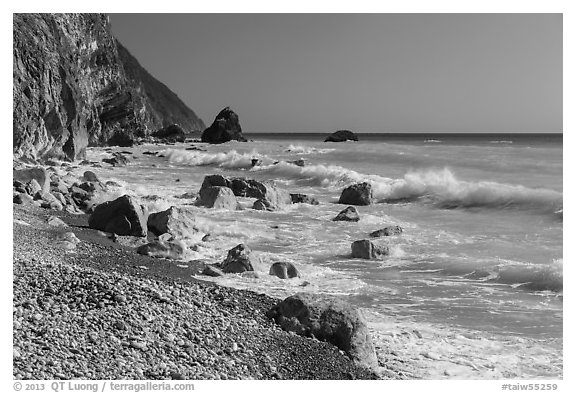 Waves and boulders. Taroko National Park, Taiwan (black and white)