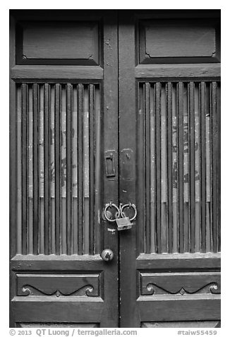 Door and paddlock. Lukang, Taiwan (black and white)