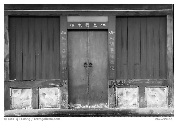 Blue and red facade. Lukang, Taiwan (black and white)