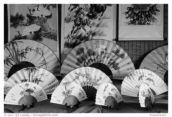 Fans and paintings. Lukang, Taiwan (black and white)
