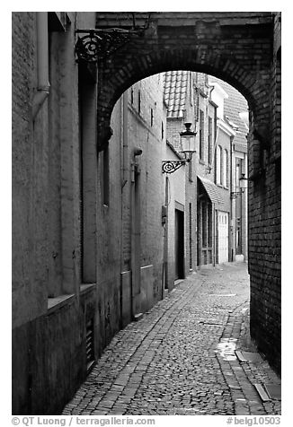 Narrow cobled street and archway. Bruges, Belgium