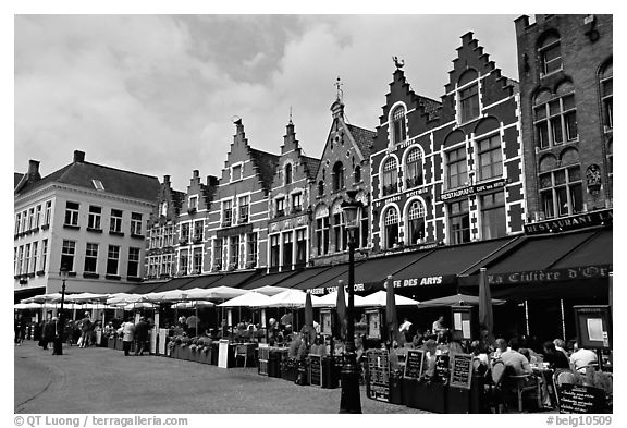 Restaurants and old houses on the Markt. Bruges, Belgium (black and white)