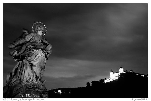 Alte Mainbrucke (bridge) and Festung Marienberg (citadel) at night. Wurzburg, Bavaria, Germany (black and white)