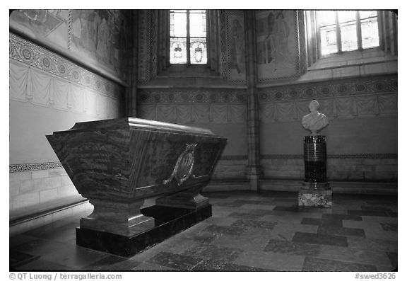 Tomb and bust, royal residence of Drottningholm. Sweden (black and white)