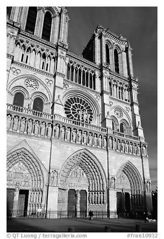 Notre Dame Cathedral, late afternoon. Paris, France (black and white)