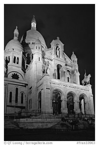 Sacre-coeur basilic at night, Montmartre. Paris, France (black and white)