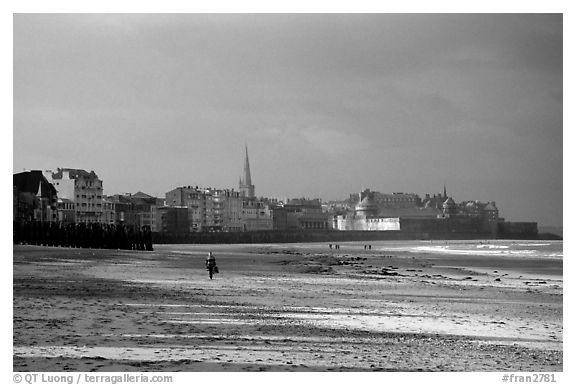 Beach and old town, Saint Malo. Brittany, France (black and white)