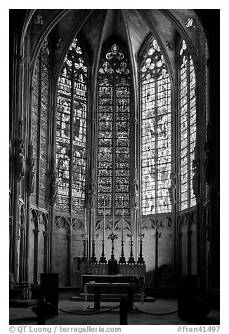 black and white picture photo altar and stained glass windows saint nazaire basilica. Black Bedroom Furniture Sets. Home Design Ideas