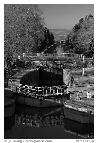 Lock chamber and gate, Canal du Midi. Carcassonne, France