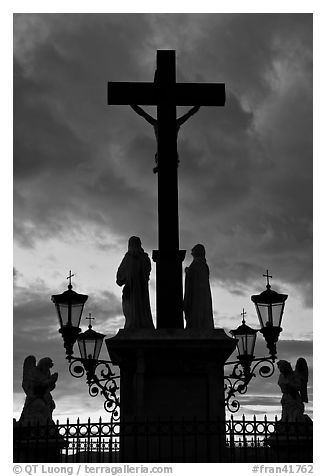 Cross and statues with sunset clouds. Avignon, Provence, France (black and white)