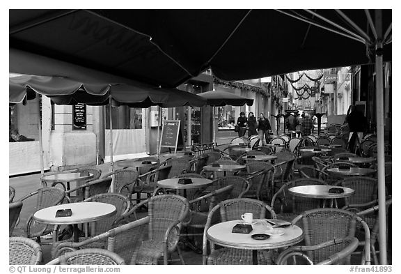 Cafe outdoor terrace, Cours Mirabeau. Aix-en-Provence, France (black and white)