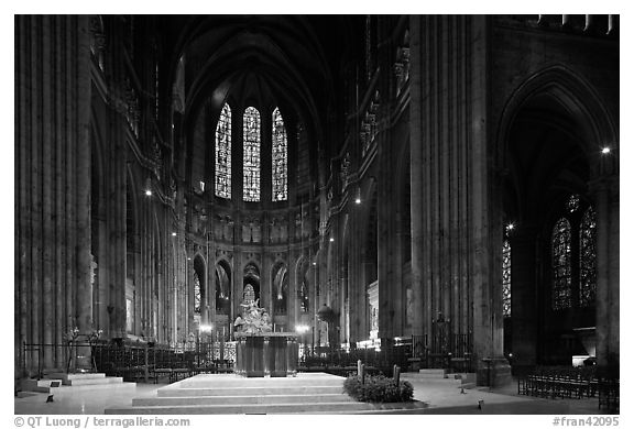 Altar and apse with clerestory windows, Cathedral of Our Lady of Chartres. France (black and white)
