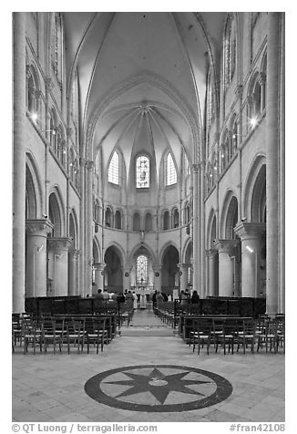 Mass, Saint Quiriace Collegiate Church, Provins. France (black and white)