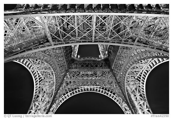 Black and white picture photo eiffel tower structure by night paris france