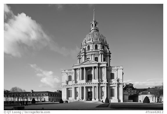 Hotel des Invalides, late afternoon. Paris, France (black and white)
