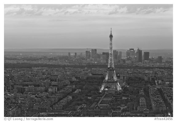 Black and white picture photo eiffel tower champs de mars la defense at sunset paris france