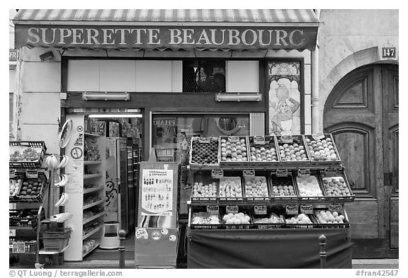 Grocery. Paris, France (black and white)