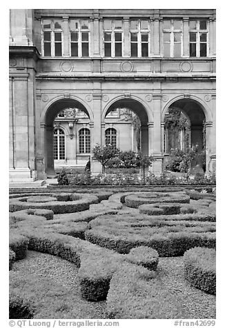 Garden of hotel particulier. Paris, France (black and white)