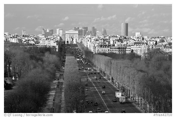 Champs-Elysees, Arc de Triomphe, in winter. Paris, France (black and white)