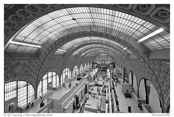 Vaulted ceiling main exhibitspace of Orsay Museum. Paris, France (black and white)