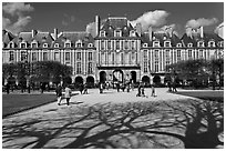 Place des Vosges, Le Marais. Paris, France (black and white)