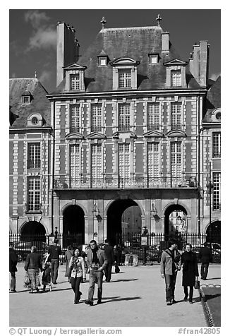 Pavillion de la Reine, Place des Vosges. Paris, France (black and white)