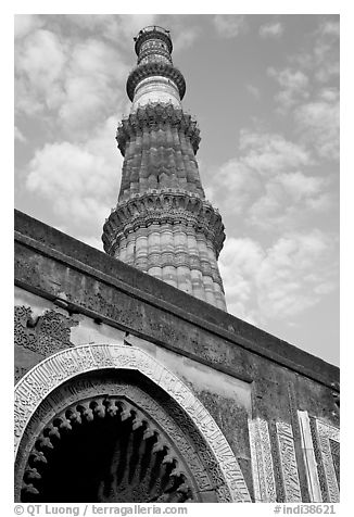 Black and white picture photo alai darweza gate and qutb minar tower new delhi india