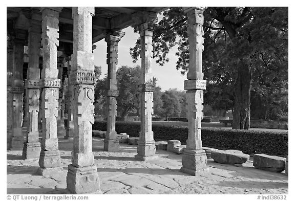 Colonade and gardens, Qutb complex. New Delhi, India (black and white)