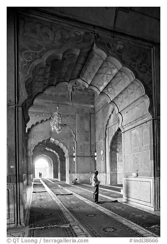 Muslim man in prayer, prayer hall, Jama Masjid. New Delhi, India (black and white)