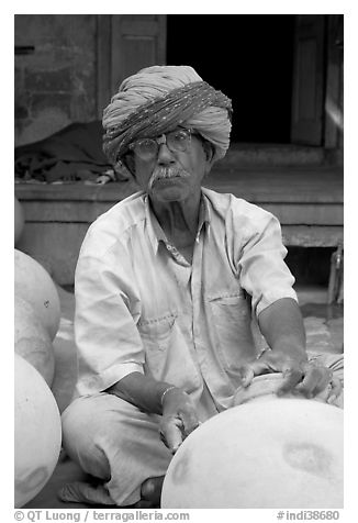 Man with turban holding a jar. Jodhpur, Rajasthan, India (black and white)