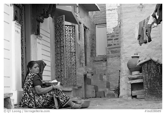 Women sitting in alley painted with indigo tinge. Jodhpur, Rajasthan, India (black and white)