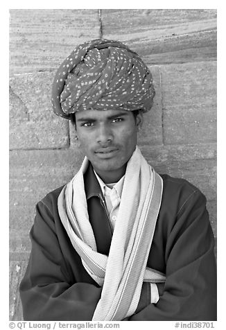 Young man wearing a red turban. Jodhpur, Rajasthan, India (black and white)