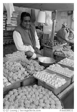 Man selling sweets and pastries. Jodhpur, Rajasthan, India (black and white)