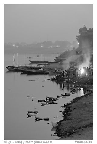 Cremation at Harishchandra Ghat at sunset. Varanasi, Uttar Pradesh, India