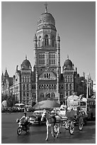 Horse carriage and colonial-area building of Bombay Municipal Corporation. Mumbai, Maharashtra, India (black and white)