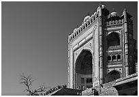 Buland Darwaza, 54m-high victory gate, Dargah mosque. Fatehpur Sikri, Uttar Pradesh, India (black and white)