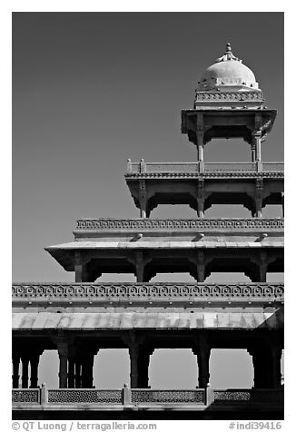 Stories reducing on the Panch Mahal. Fatehpur Sikri, Uttar Pradesh, India (black and white)