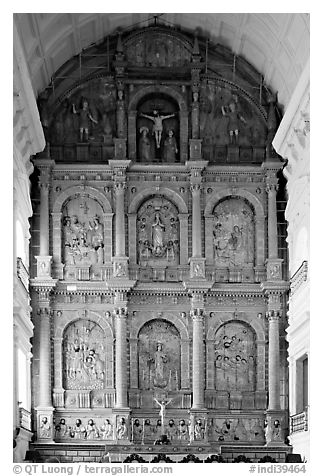 Main altar, dedicated to St Catherine of Alexandria, Se Cathedral , Old Goa. Goa, India (black and white)