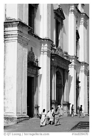 People at the entrance of Se Cathedral, Old Goa. Goa, India (black and white)