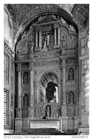 Main altar, Church of St Francis of Assisi, Old Goa. Goa, India (black and white)