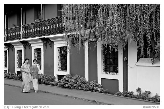 Women strolling past the heritage Panaji Inn, Panjim. Goa, India